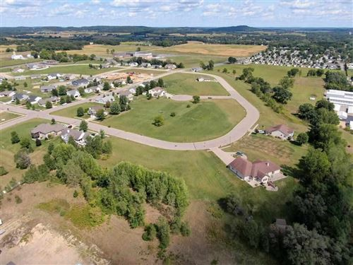 Photo of 2420 W Dean Ct, River Hills, WI 53217 (MLS # 1673782)