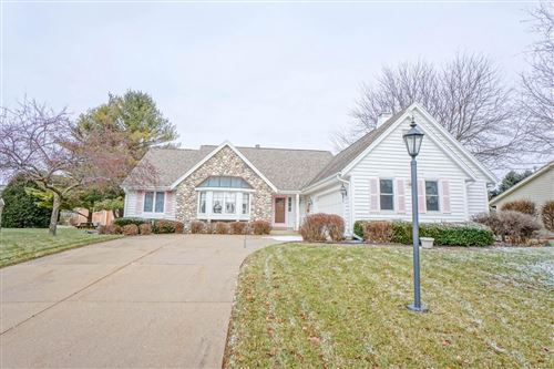 Photo of 602 River Meadow Dr, Hartland, WI 53029 (MLS # 1670784)