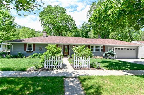 Photo of W57N775 Hawthorne Ave, Cedarburg, WI 53012 (MLS # 1690784)