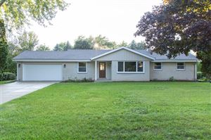 Photo of 5425 S Ann St, New Berlin, WI 53146 (MLS # 1657785)