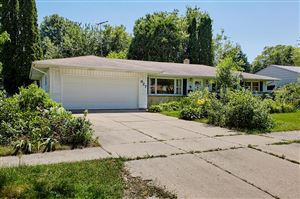Photo of 927 Redwood St, West Bend, WI 53095 (MLS # 1646797)