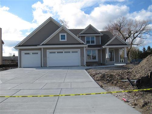 Photo of 1545 E Maple View Dr, Oak Creek, WI 53154 (MLS # 1638798)
