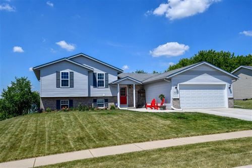 Photo of 536 Autumn Crest Dr, Watertown, WI 53094 (MLS # 1694801)