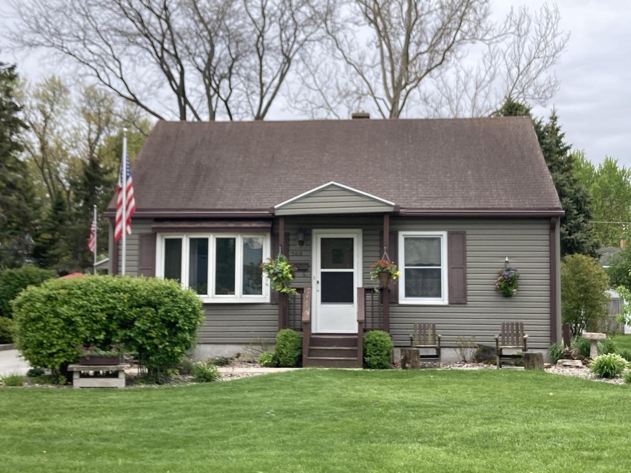 560 Russell St, Fond du Lac, WI 54935 - MLS#: 1740804