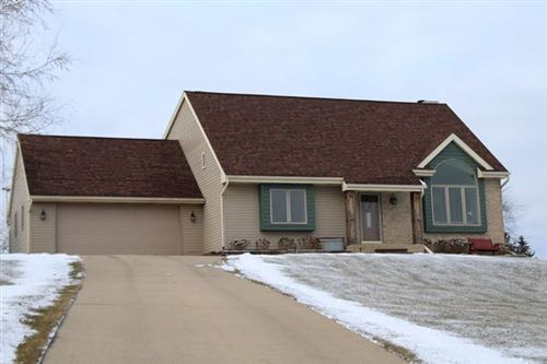 Photo of W2530 Indianhead Ln, Elkhorn, WI 53121 (MLS # 1670811)