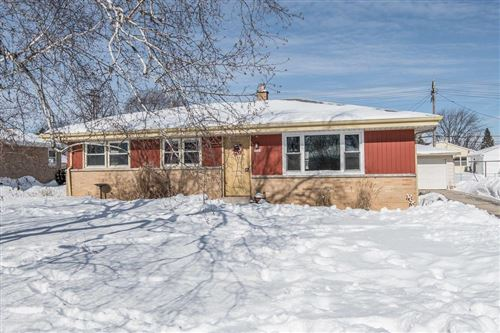 Photo of 5640 W Allerton Ave, Greenfield, WI 53220 (MLS # 1726814)