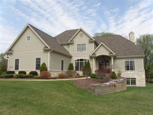 Photo of 2000 Carriage Hills Dr, Delafield, WI 53018 (MLS # 1723815)