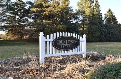 Photo of W361S2374 Scuppernong Dr, Dousman, WI 53118 (MLS # 1719824)