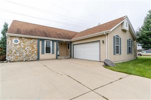 Photo of 5245 W Allerton Ave, Greenfield, WI 53220 (MLS # 1659827)