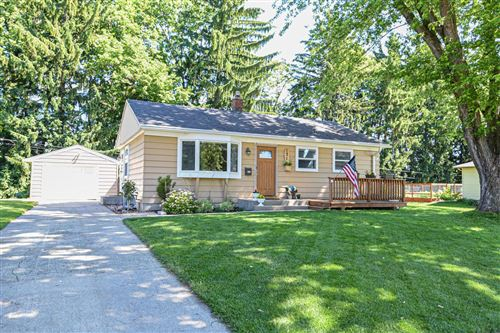 Photo of 131 N Highland Ave, Thiensville, WI 53092 (MLS # 1695836)