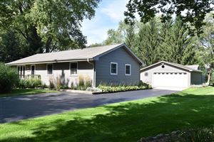 Photo of 1015 Sunset Dr, Delafield, WI 53018 (MLS # 1659844)