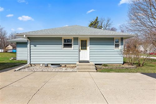 Photo of 1014 Sunset Dr, Delafield, WI 53018 (MLS # 1732844)