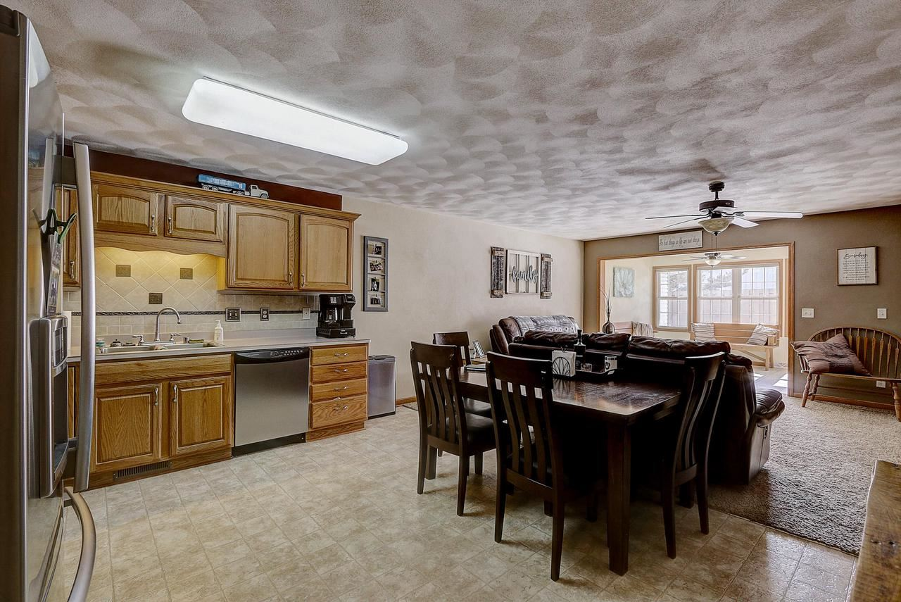 697 Cardinal Way, Sun Prairie, WI 53596 - MLS#: 1681844
