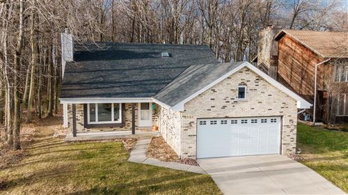 Photo of 8555 S Parknoll Dr, Oak Creek, WI 53154 (MLS # 1718845)
