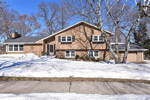 Photo of 822 Ridgewood Dr, Waukesha, WI 53186 (MLS # 1728847)
