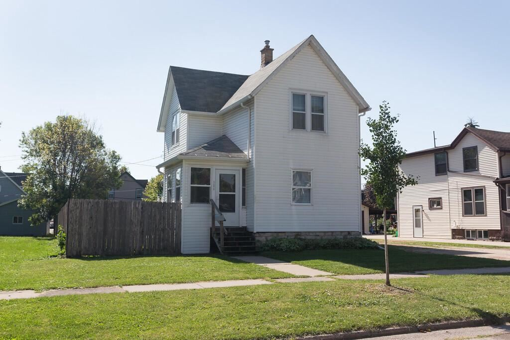 384 W 9th St, Fond du Lac, WI 54935 - MLS#: 1765849