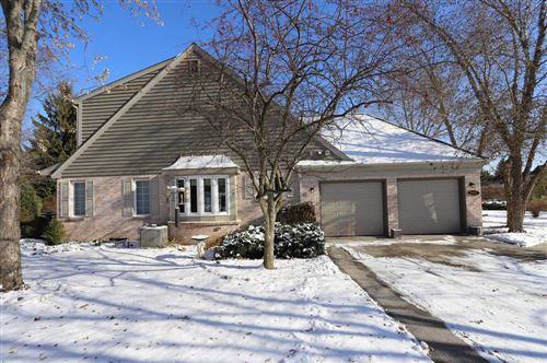 Photo of 2642 W Lake Vista Ct, Mequon, WI 53092 (MLS # 1667858)
