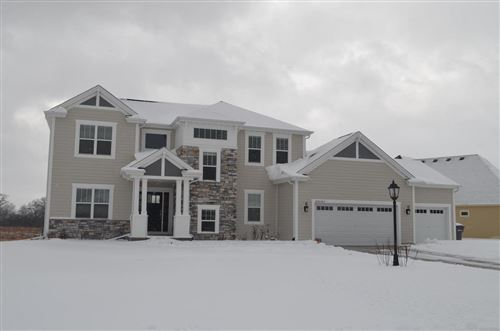 Photo of S87W17817 Edgewater Ct, Muskego, WI 53150 (MLS # 1669871)