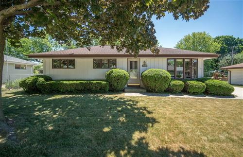 Photo of N64W24121 Ivy Ave, Sussex, WI 53089 (MLS # 1747876)