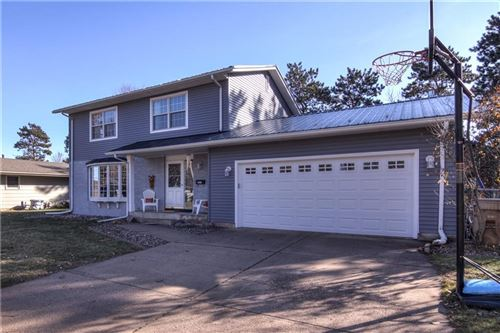 Photo of 35057 SUNSET DR, SUMMIT, WI 53066 (MLS # 1538877)