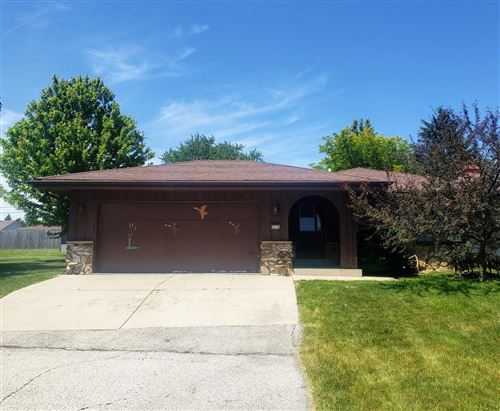 Photo of 5310 W Bottsford Ave, Greenfield, WI 53220 (MLS # 1693888)