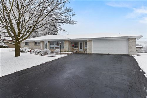 Photo of 3906 W Mary Ann Dr, Franklin, WI 53132 (MLS # 1682896)