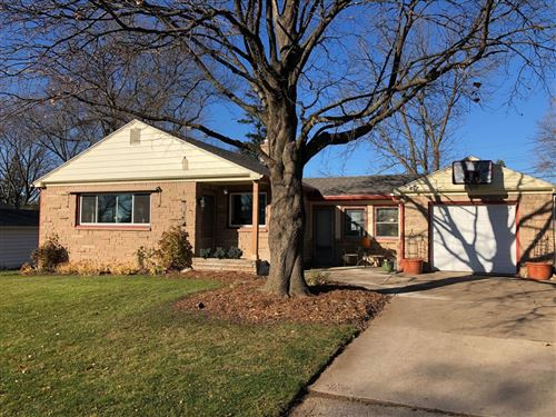 Photo of 2916 W Valanna Ct, Glendale, WI 53209 (MLS # 1718905)