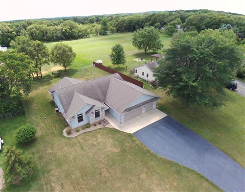 Photo of W5853 Hedrick Dr, Fort Atkinson, WI 53538 (MLS # 1683906)