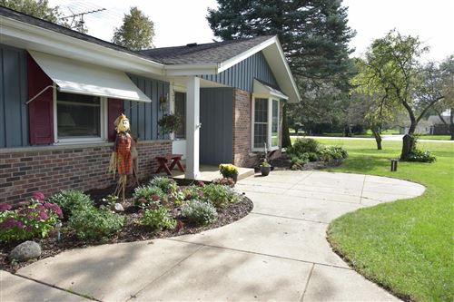 Photo of W238N4518 Woods Edge Dr, Pewaukee, WI 53072 (MLS # 1661908)