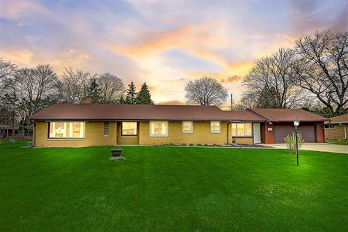 Photo of 308 Sunny Ln, Thiensville, WI 53092 (MLS # 1675909)