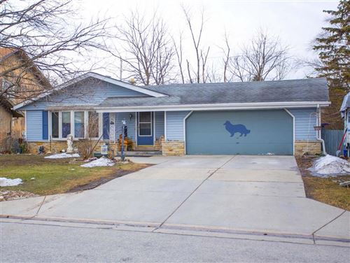 Photo of 5622 S 42nd St, Greenfield, WI 53221 (MLS # 1679920)