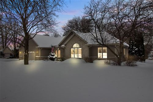 Photo of 4991 S 41st St, Greenfield, WI 53221 (MLS # 1726925)
