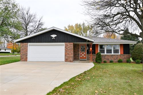 Photo of 5301 Robin Dr, Greendale, WI 53129 (MLS # 1715930)