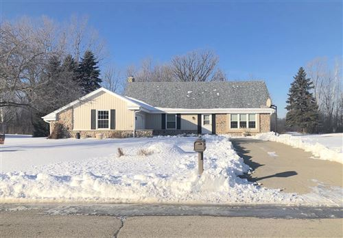 Photo of 8009 S Mission Dr, Franklin, WI 53132 (MLS # 1673931)