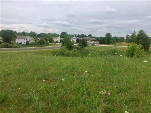 Photo of 736 Imperial Ct #Lt4, Hartford, WI 53027 (MLS # 1751932)