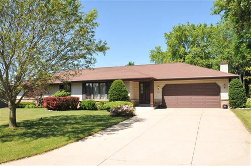 Photo of 4055 S 97th St, Greenfield, WI 53228 (MLS # 1695935)