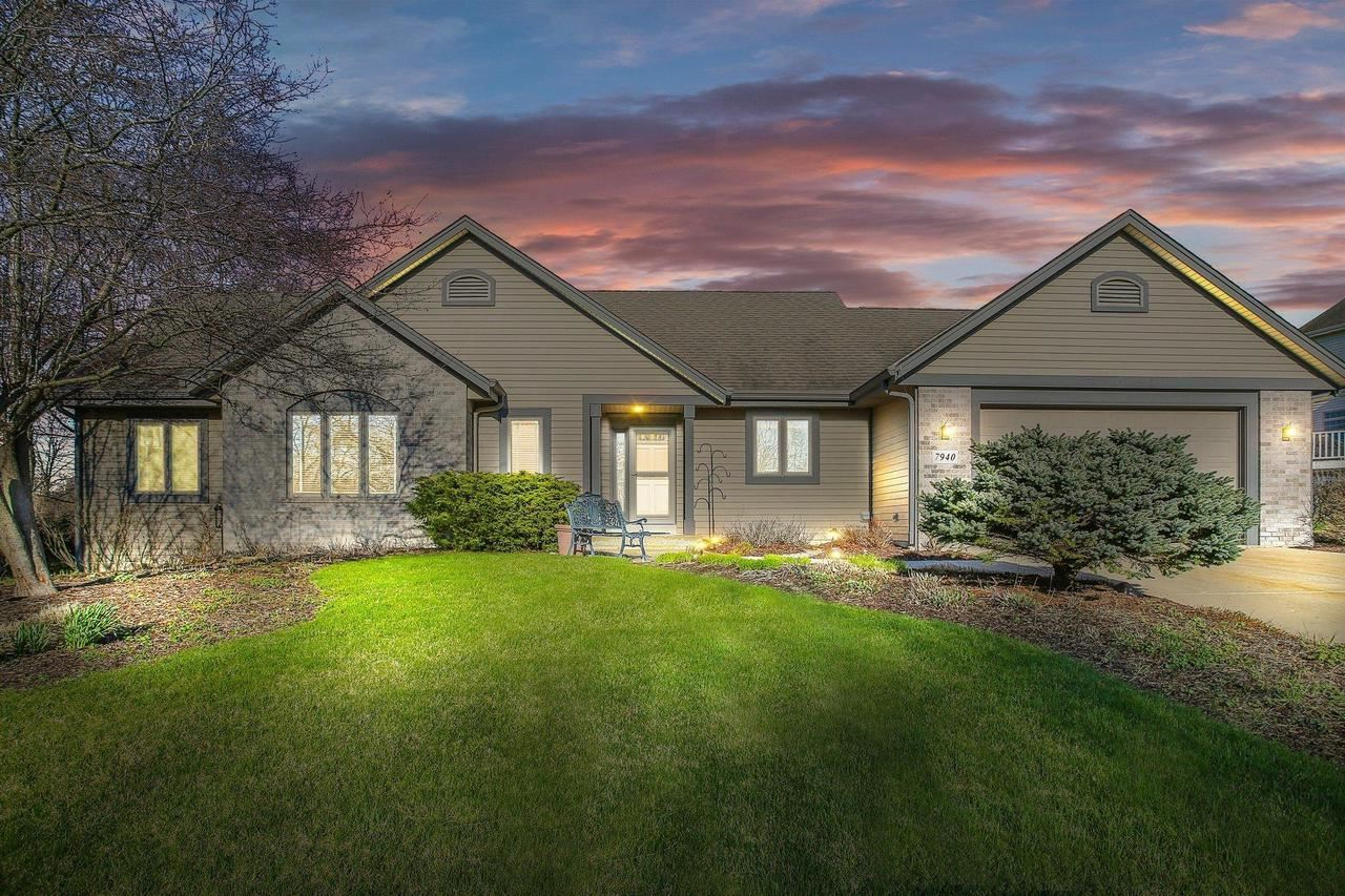 7940 S Forest Meadows Dr, Franklin, WI 53132 - MLS#: 1684935