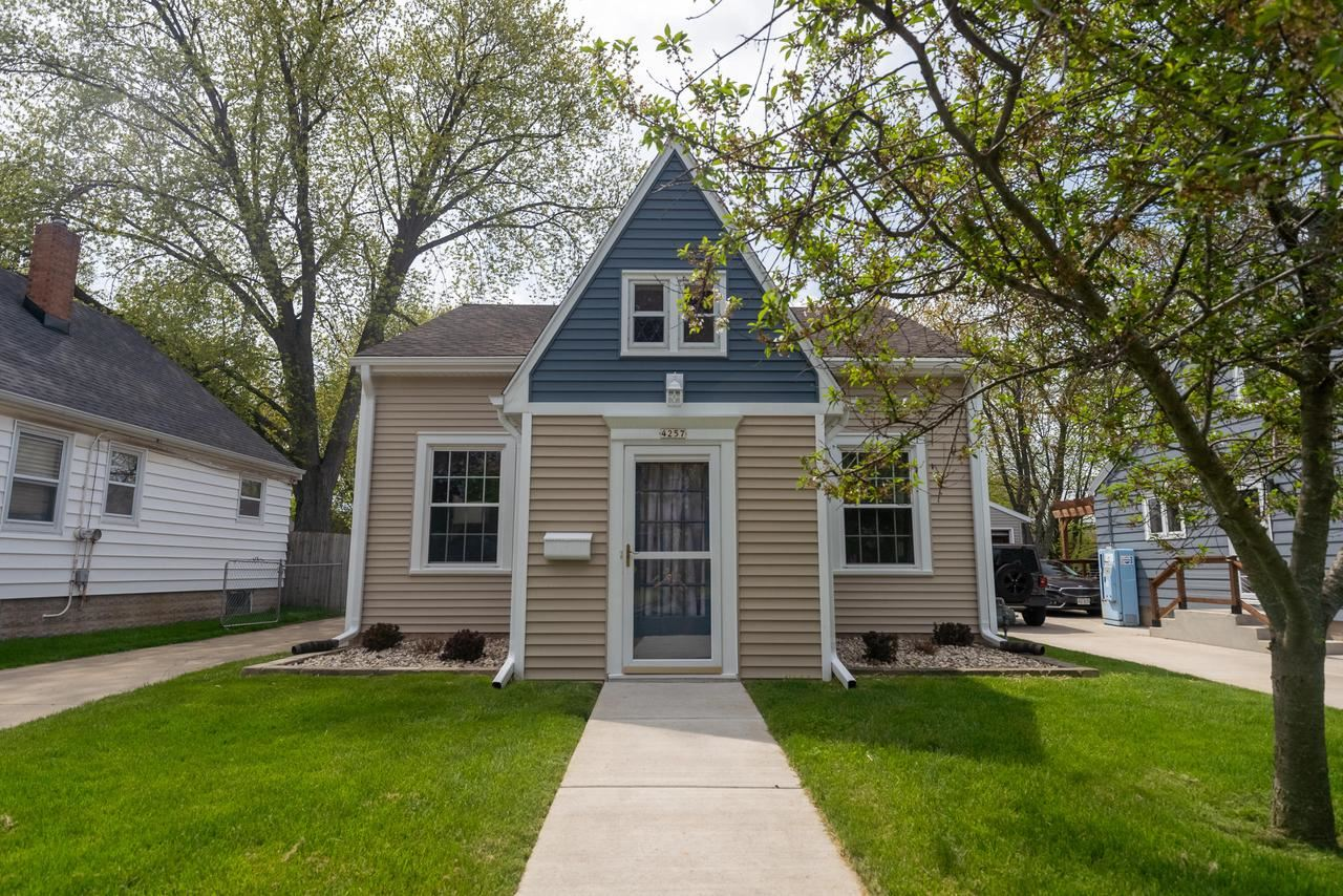 4257 S Taylor Ave, Milwaukee, WI 53207 - MLS#: 1690937