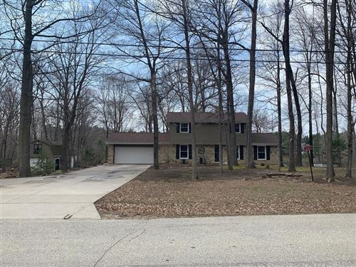 Photo of 1565 Lakeview Rd, West Bend, WI 53090 (MLS # 1733938)