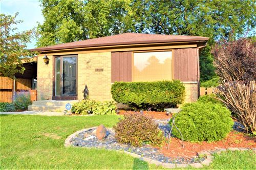 Photo of 6462 N Pine Shore Dr, Glendale, WI 53209 (MLS # 1708942)