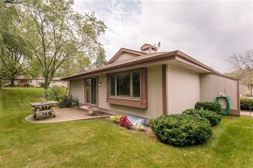 Photo of 5038 S Stonehedge DR, Greenfield, WI 53220 (MLS # 1656948)