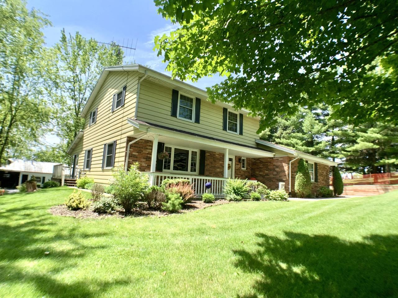 S69W22965 National Ave, Big Bend, WI 53103 - MLS#: 1696956