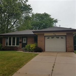 Photo of 412 Willow Ln, South Milwaukee, WI 53172 (MLS # 1648979)