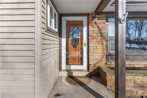 Photo of 1506 S Sherwood Dr, New Berlin, WI 53151 (MLS # 1728979)
