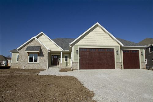 Photo of 1084 W Morningside Ln, Oak Creek, WI 53154 (MLS # 1717980)