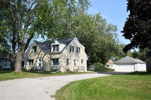 Photo of 4730 S Woodlawn Pl, Greenfield, WI 53228 (MLS # 1710989)