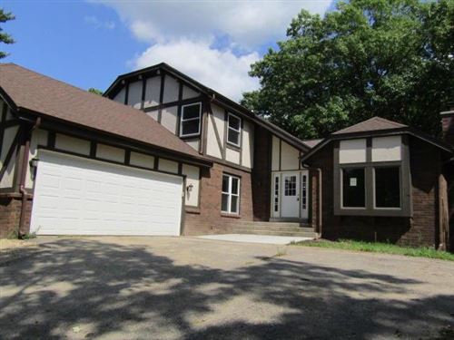 Photo of W358S4698 Chickory Ct, Dousman, WI 53118 (MLS # 1659990)