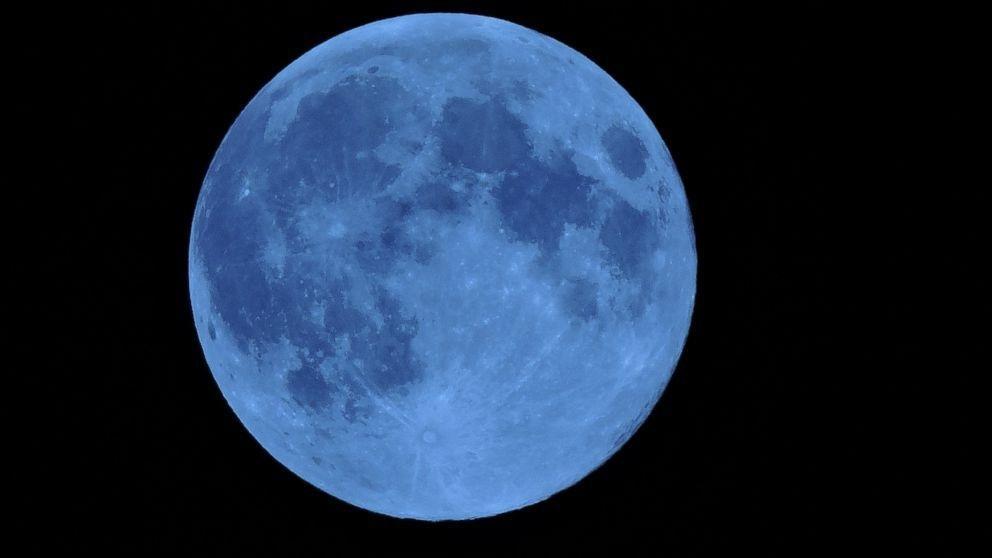 36189813-blue-moon