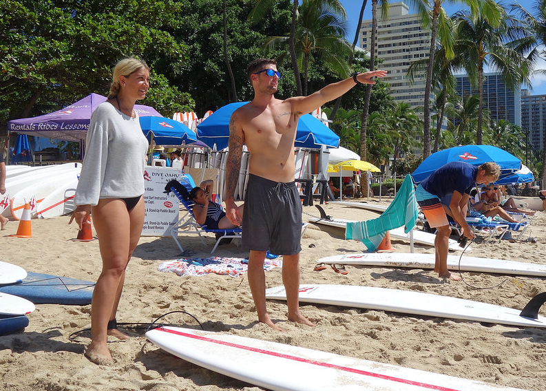surf lesson in waikiki by alan light