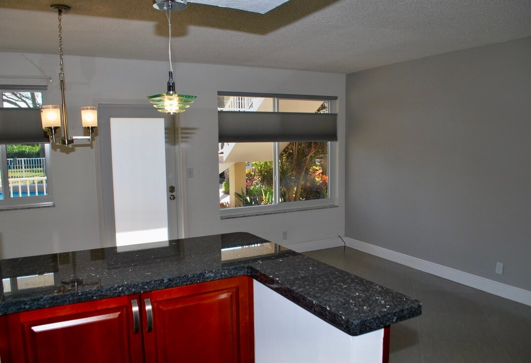 3912 NE 22nd Ave #4B Fort Lauderdale Fl 33308 - photo of kitchen and living room